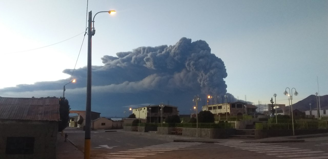 Erupción del volcán Ubinas: Declaran en emergencia 10 distritos de Moquegua