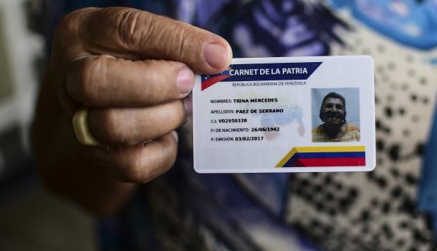 """Maduro repondrá electrodomésticos dañados por apagones masivos a través del """"carnet de la patria"""""""