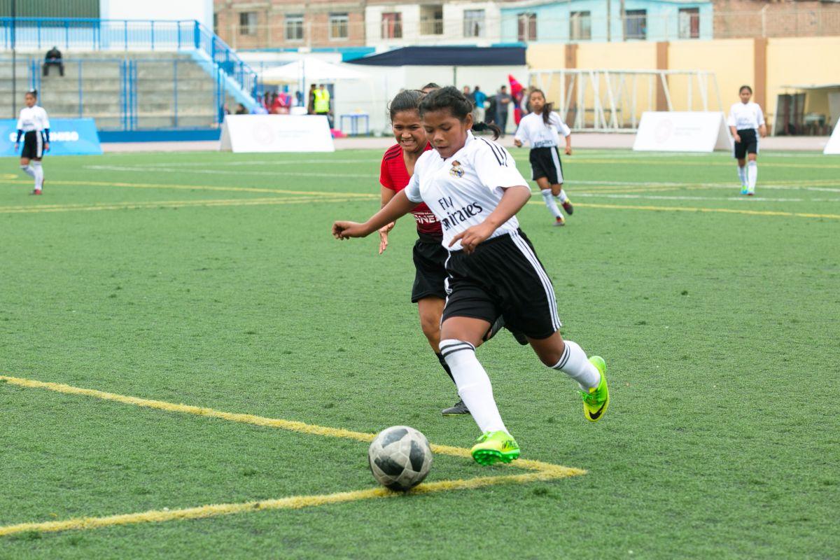 Las niñas machiguengas que ganaron oro en fútbol tras viajar por río, trocha y avión hasta Lima