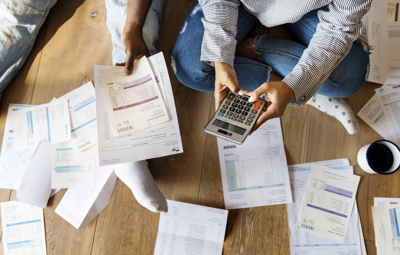 ¿Qué pasa con las deudas y cuentas bancarias de una persona que fallece?