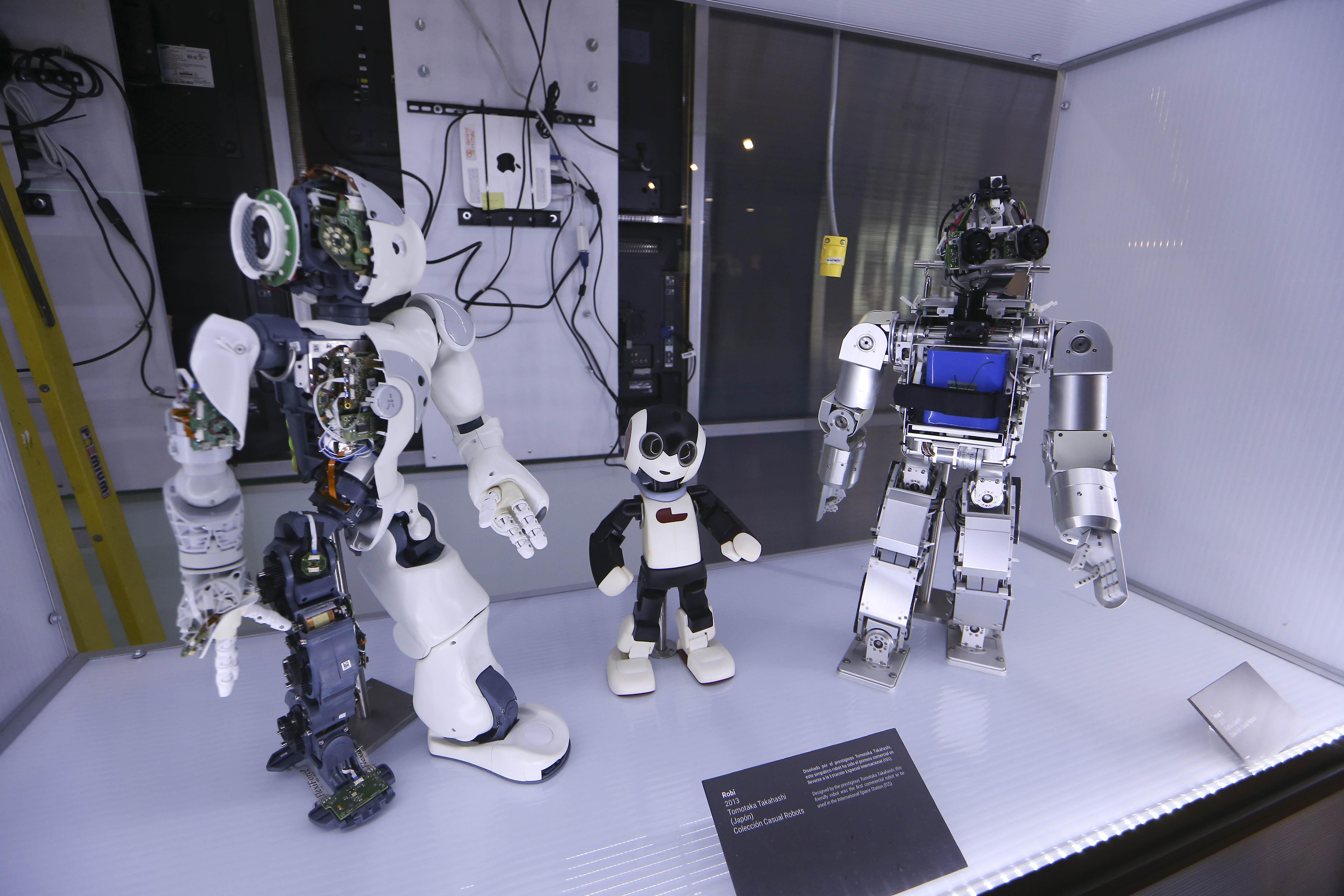 Según Ortega, en EEUU un robot industrial elimina entre cuatro y cinco puestos de trabajo. En Alemania, 1 y medio.