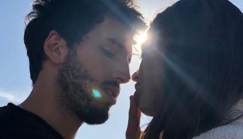 Sebastián Yatra y Tini Stoessel son captados dándose un beso   FOTOS
