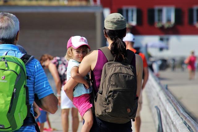 Proponen que no se prohiba a madres asistir a la universidad o trabajo con bebés en brazos