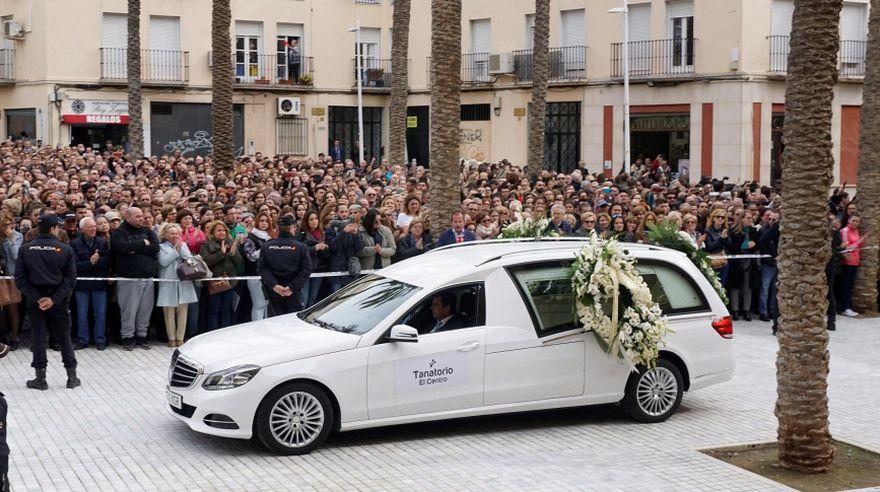 Gabriel Cruz fue despedido entre lágrimas por una multitud en España. | EFE