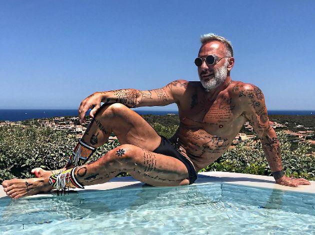 Aruba invita a Gianluca Vacchi a celebrar sus 50 años [VIDEO]