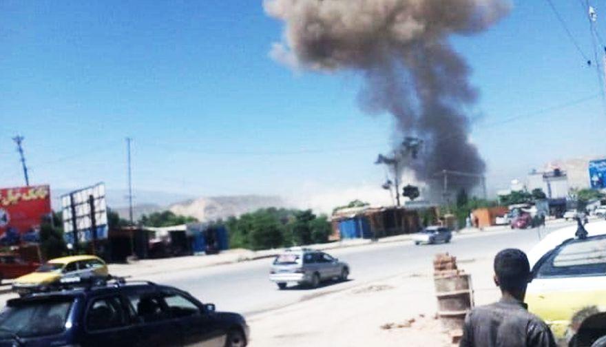 """Afganistán: talibanes atacan cuartel general de la Policía dejando """"un centenar"""" de bajas"""