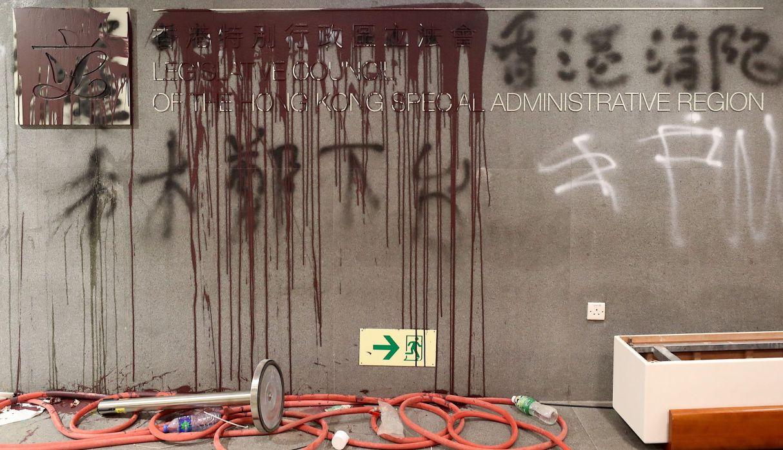 Al menos 15 detenidos en Hong Kong por la invasión al Parlamento y protestas