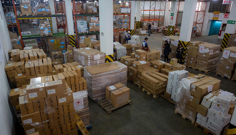 Con este envío, la ayuda humanitaria llegó casi a 100 toneladas. (Foto: EFE)