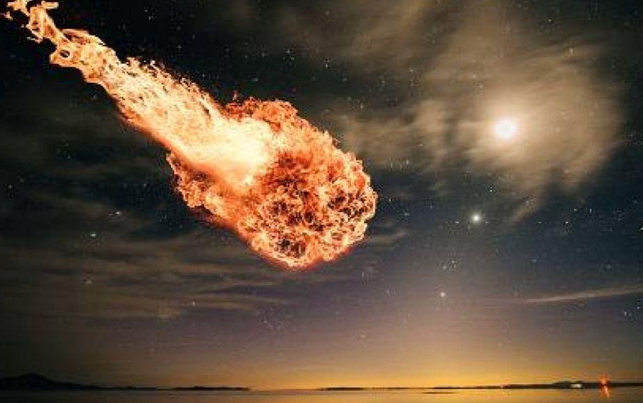 Nos salvamos por 26 kilómetros: primer video de bola de fuego que explotó sobre el mar de Bering