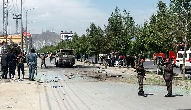 Al menos 5 muertos en una explosión contra un autobús del gobierno en Kabul