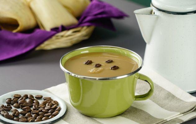 Atole de café, una bebida caliente totalmente reponedora | VIDEO Y RECETA
