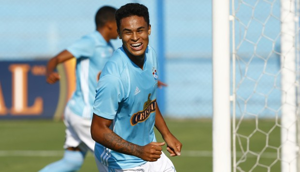 Christopher Olivares regresa a Sporting Cristal y firma hasta 2022