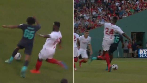 La criminal patada y expulsión en el amistoso entre Liverpool y Sevilla | VIDEO