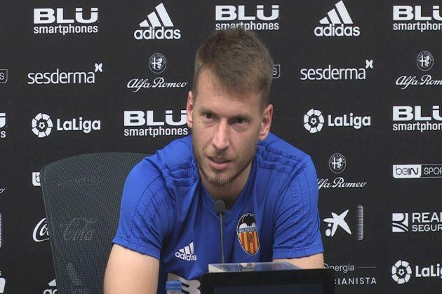 Barcelona confirma fichaje del arquero Neto