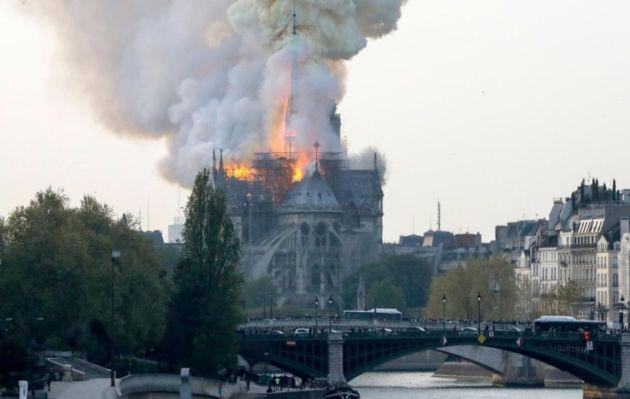 Lluvia de promesas millonarias sobre las cenizas de Notre Dame
