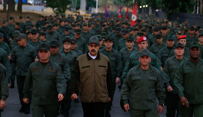 """Maduro llama a militares a """"estar listos"""" para defender Venezuela de un ataque de EE.UU."""
