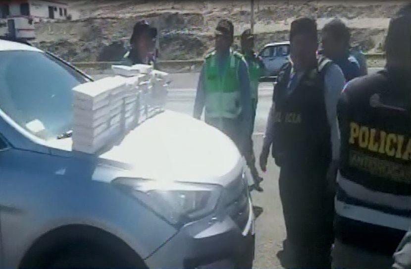 Arequipa: incautan más de 50 kilos de droga al interior de auto en la Panamericana Sur