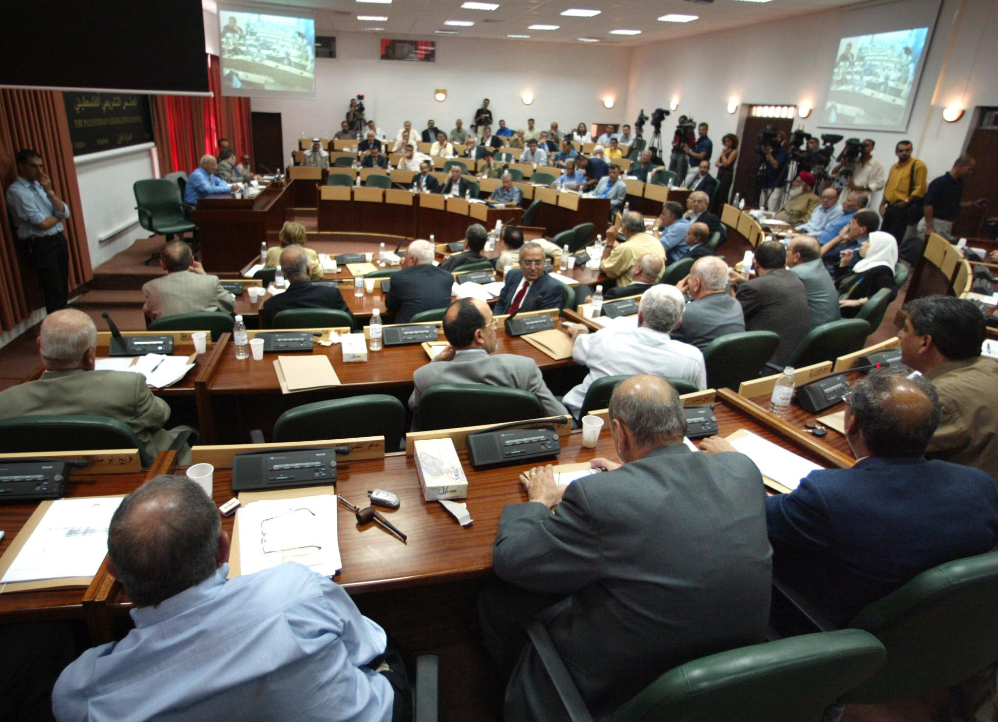 Unión Europea expresa su preocupación por disolución del parlamento palestino