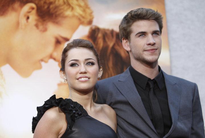 """Miley Cyrus y Liam Hemsworth en la alfombra roja de """"The Last Song"""" en el 2010. (Foto: AFP)"""