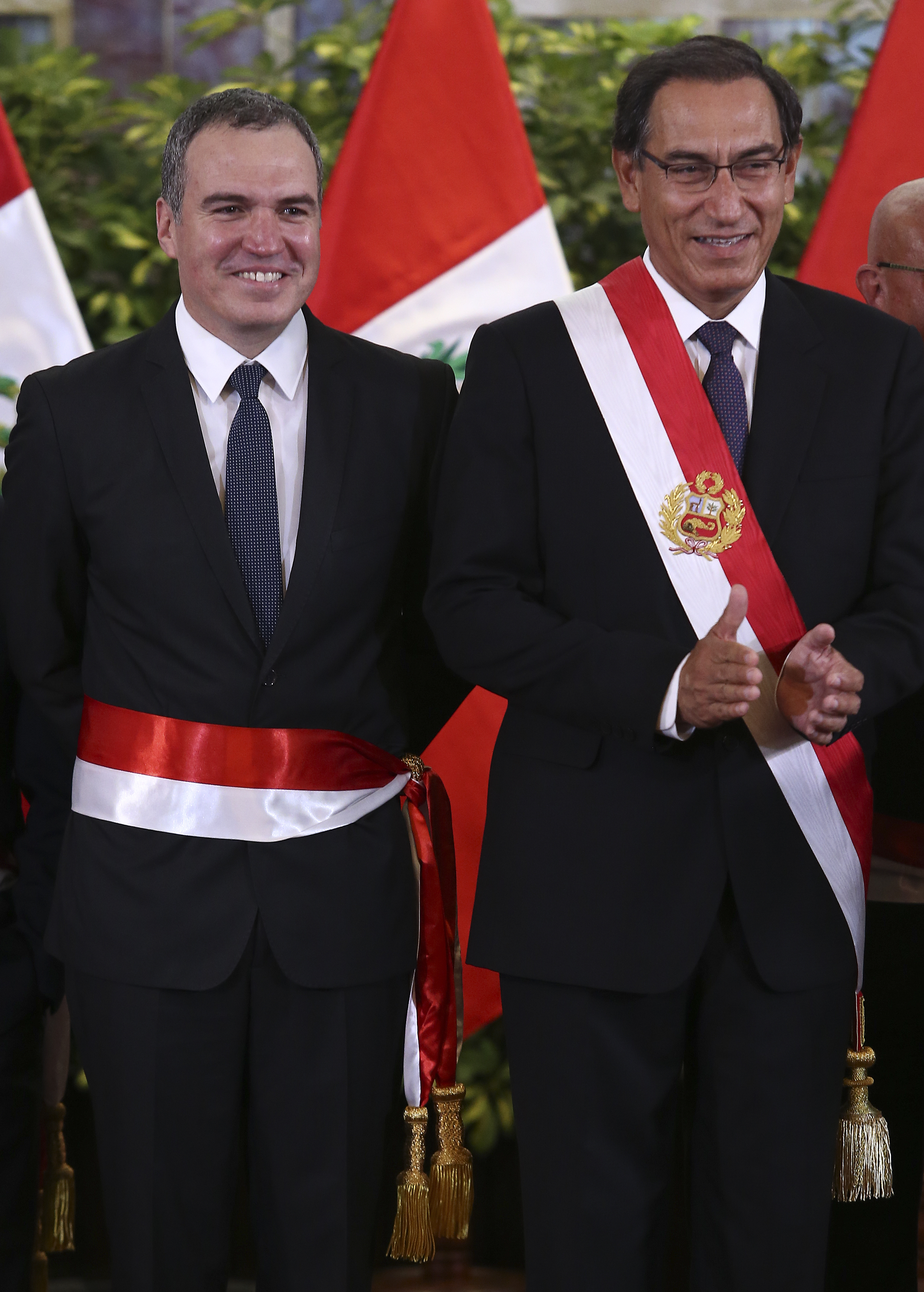El ex primer ministro Salvador del Solar y el presidente Martín Vizcarra luciendo las confecciones de la familia Grados Palomino. (Foto: GEC)