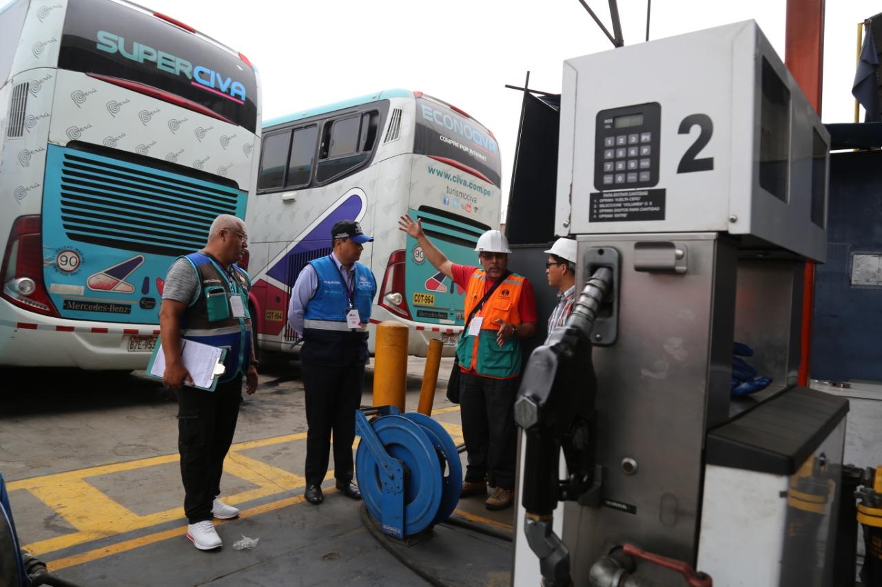 Clausuran local de empresa de transporte Civa donde funcionaba grifo sin licencia municipal | FOTOS