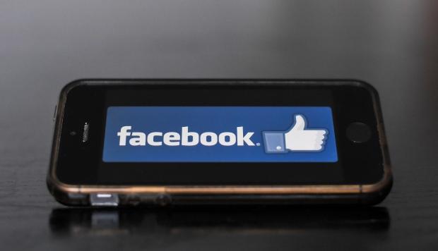 Facebook reduce la exposición de los grupos que publican información falsa