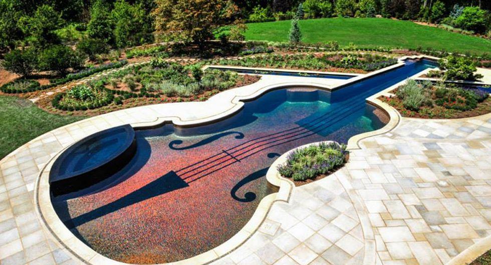 Conoce cómo se hizo esta peculiar piscina con forma de violín | FOTOS