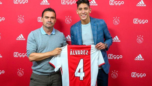 Edson Álvarez fue presentado como nuevo fichaje de Ajax y heredó dorsal de Matthijs de Ligt