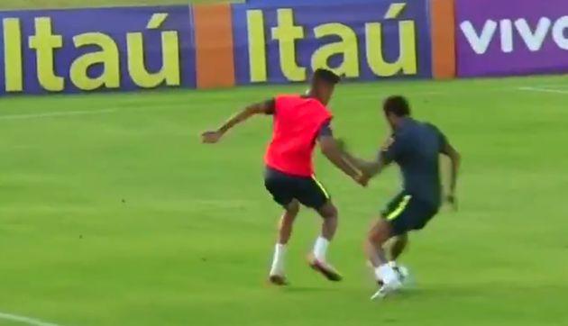 Neymar sufrió huacha de un juvenil y reaccionó de la peor manera | VIDEO