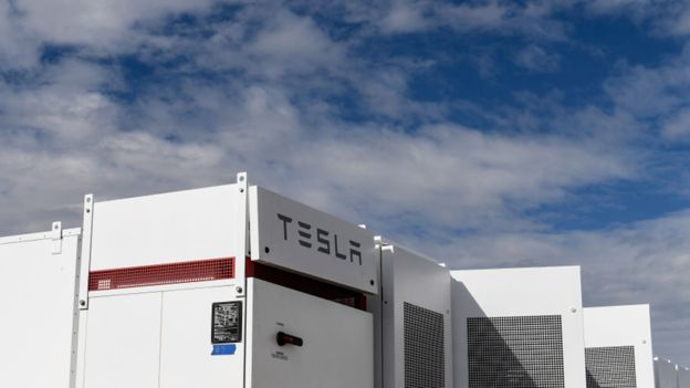 La compañía de automóviles eléctricos Tesla está desarrollando tecnología pionera en baterías. (Foto: Getty Images)