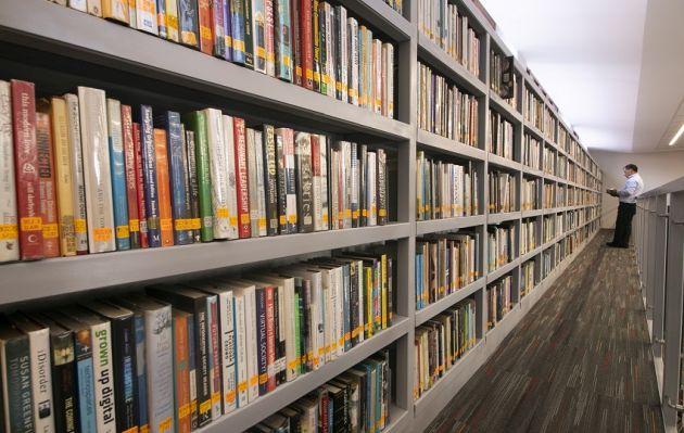 Remodelan la biblioteca más grande de libros en inglés en el Perú
