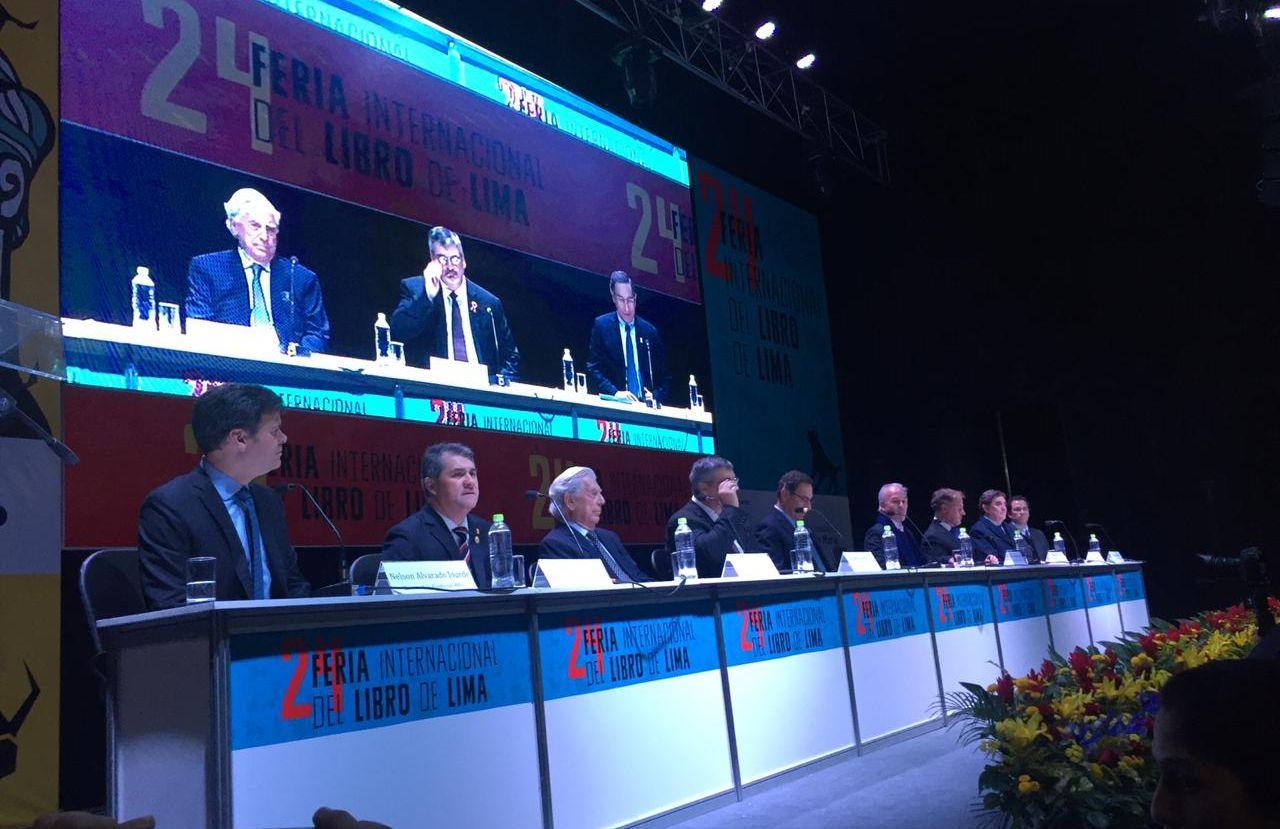 FIL Lima envía comunicado tras críticas por mesa enteramente masculina en la inauguración