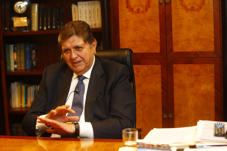 Alan García: Congresistas evalúan comisión multipartidaria para ir a Uruguay