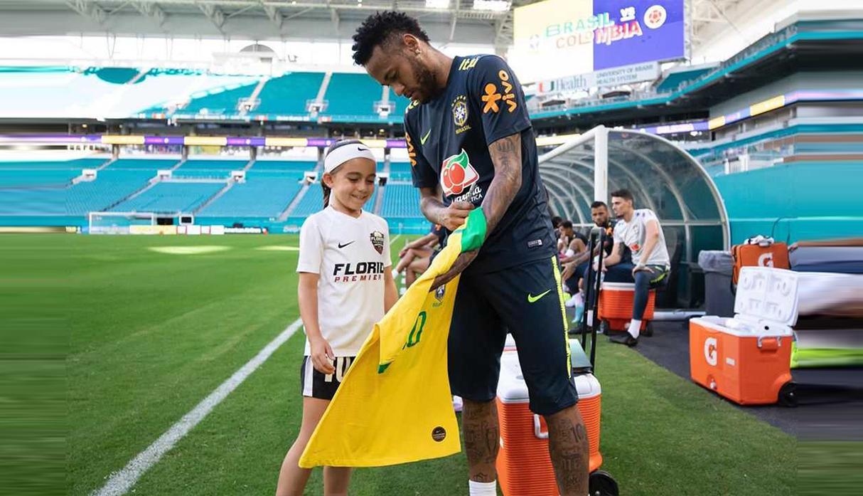 Neymar cumplió el sueño de Ariana dos Santos, la pequeña futbolista que brilla en YouTube | VIDEO