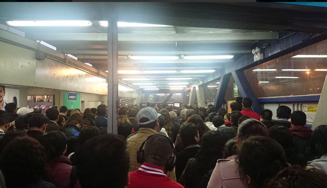 Metropolitano: reportan colapso en estaciones por partido de Perú vs. Chile | FOTOS