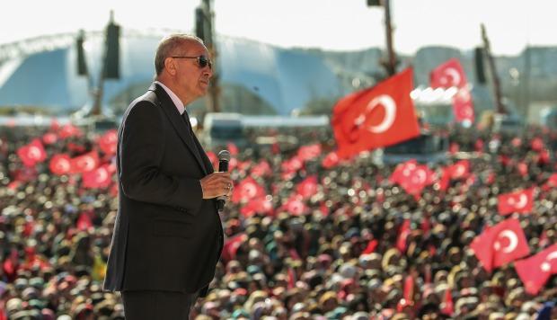 """Erdogan amenaza con """"hacer pagar a los especuladores"""" tras las elecciones"""