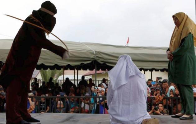 Malasia: condenan a dos lesbianas a ser azotadas por violar leyes islámicas