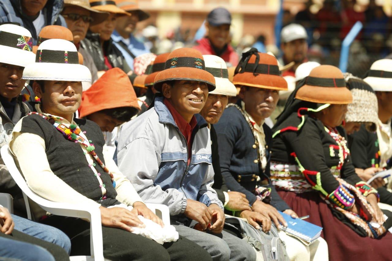 Comuneros de la provincia de Cotabambas escuchan la exposición del primer ministro. (PCM)