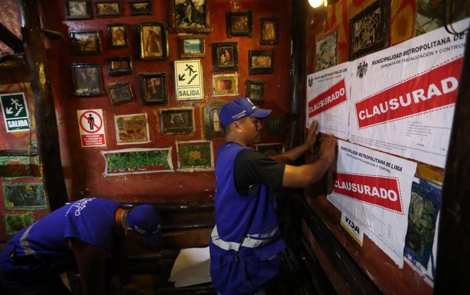Clausuran cuatro bares en el Cercado que eran una amenaza para la salud de sus clientes