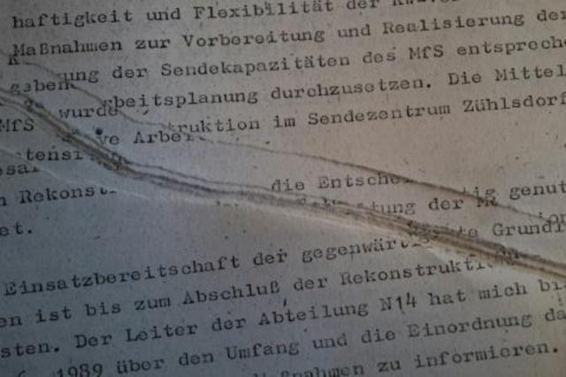 Recomponer archivos hechos pedazos por la Stasi, un puzle de millones de piezas