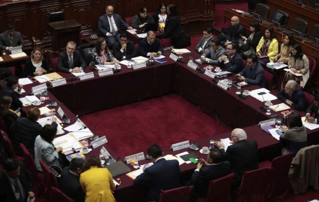 Polémica en la Comisión de Constitución por impedimentos para candidatos al Congreso