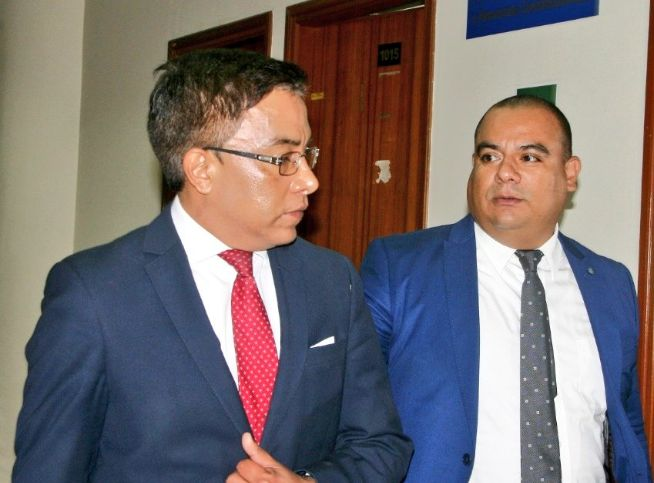 Roberto Vieira acudió a fiscalía para declarar por presunto tráfico de influencias