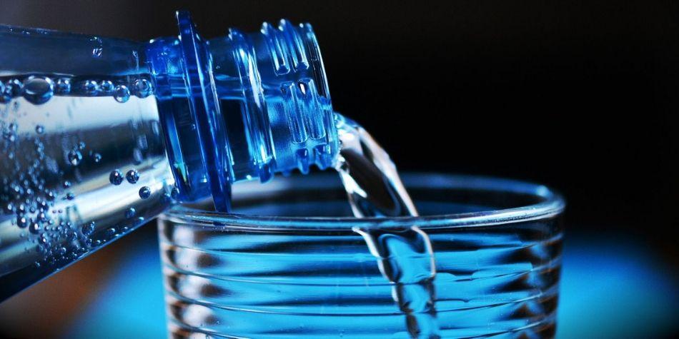 Cinco tips para mantenerte hidratado en este clima de intenso sol