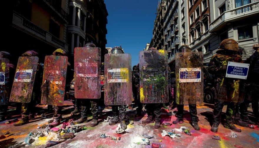 Barcelona: Tensión por doble protesta de policías y separatistas catalanes | FOTOS