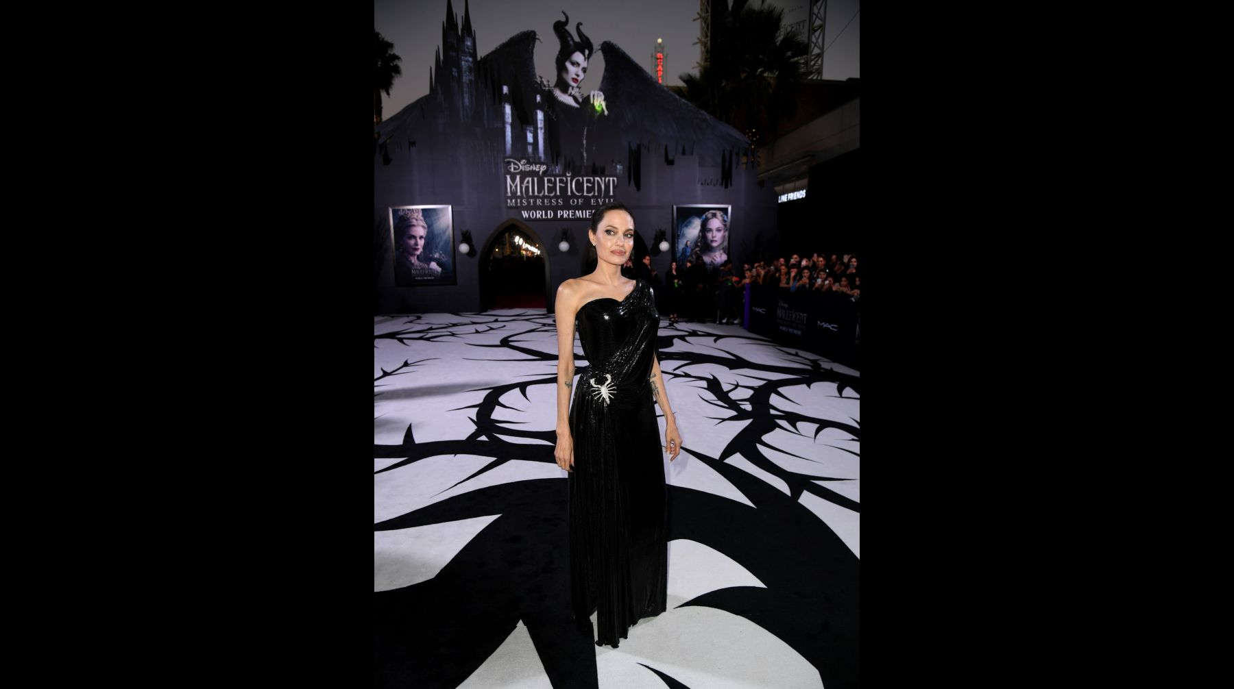 Malefica 2 Angelina Jolie Y Elle Fanning Deslumbran En