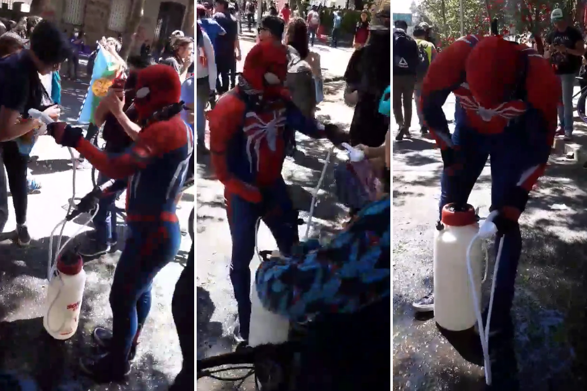 """""""Sensual Spiderman"""" no es el héroe que Chile se merece, pero sí el que necesita en estos difíciles momentos. (Foto: Martin Gomez Valdivieso, enviado especial de MAG en Chile)"""
