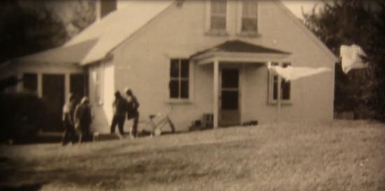 La familia Perron y su casa (Foto: Warren Files)