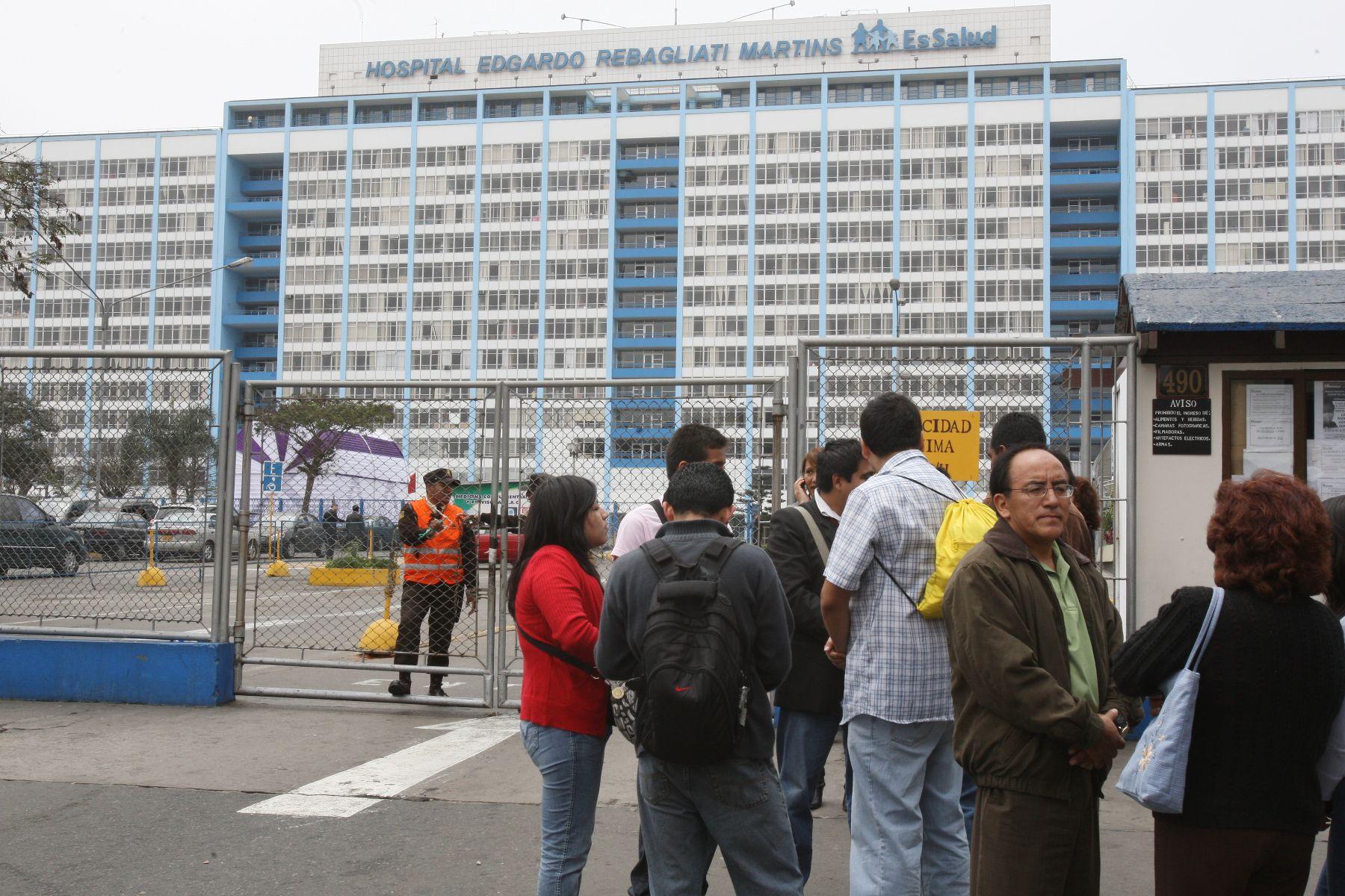 EsSalud se pronuncia sobre situación de la compra y entrega de medicamentos en hospital Rebagliati