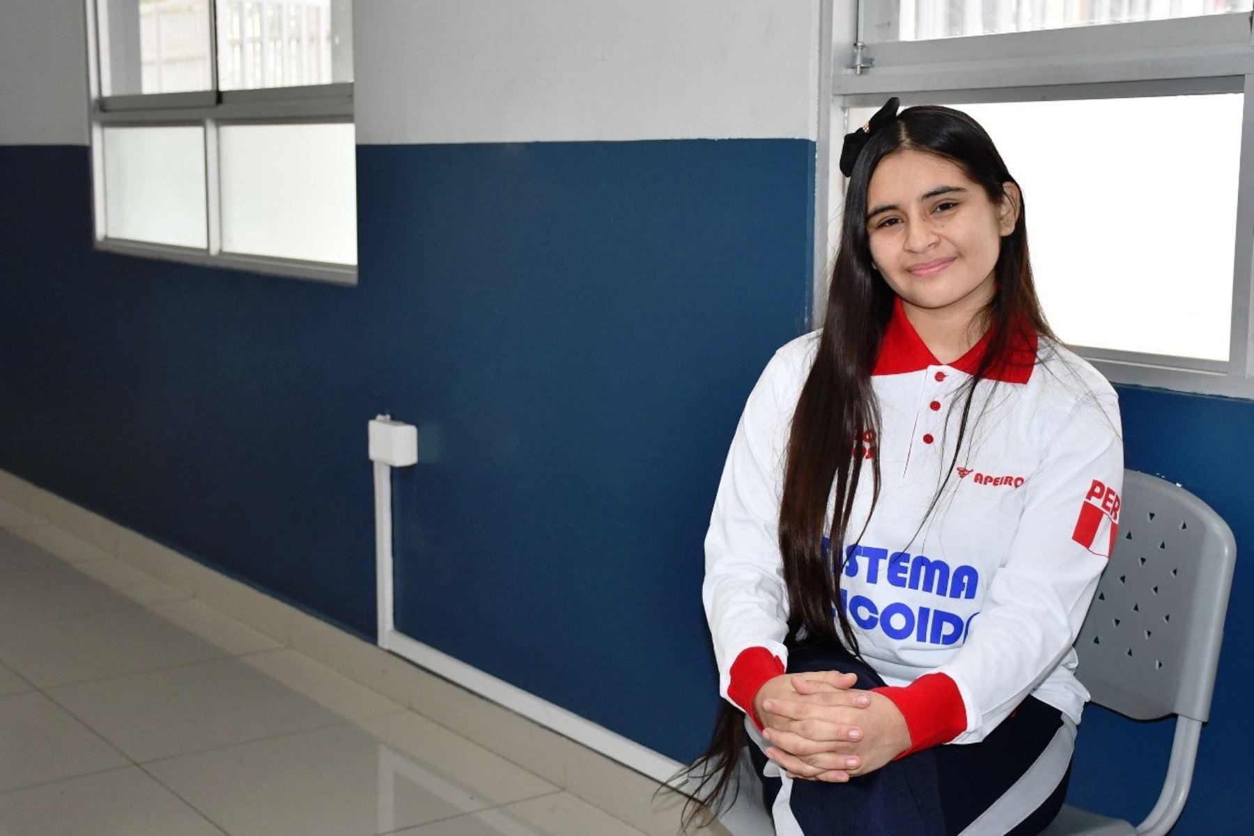Estudiante peruana es reconocida como la mejor matemática de América
