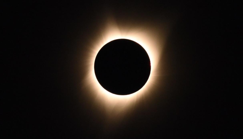 Eclipse solar: Perú podrá avistarlo mañana de forma parcial, según el IGP | FOTOS